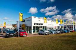 4 Arnold Clark Renault branches in running for JD Power Dealer of Excellence Award