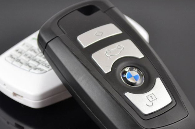how to open a 2009 mercedes key fob