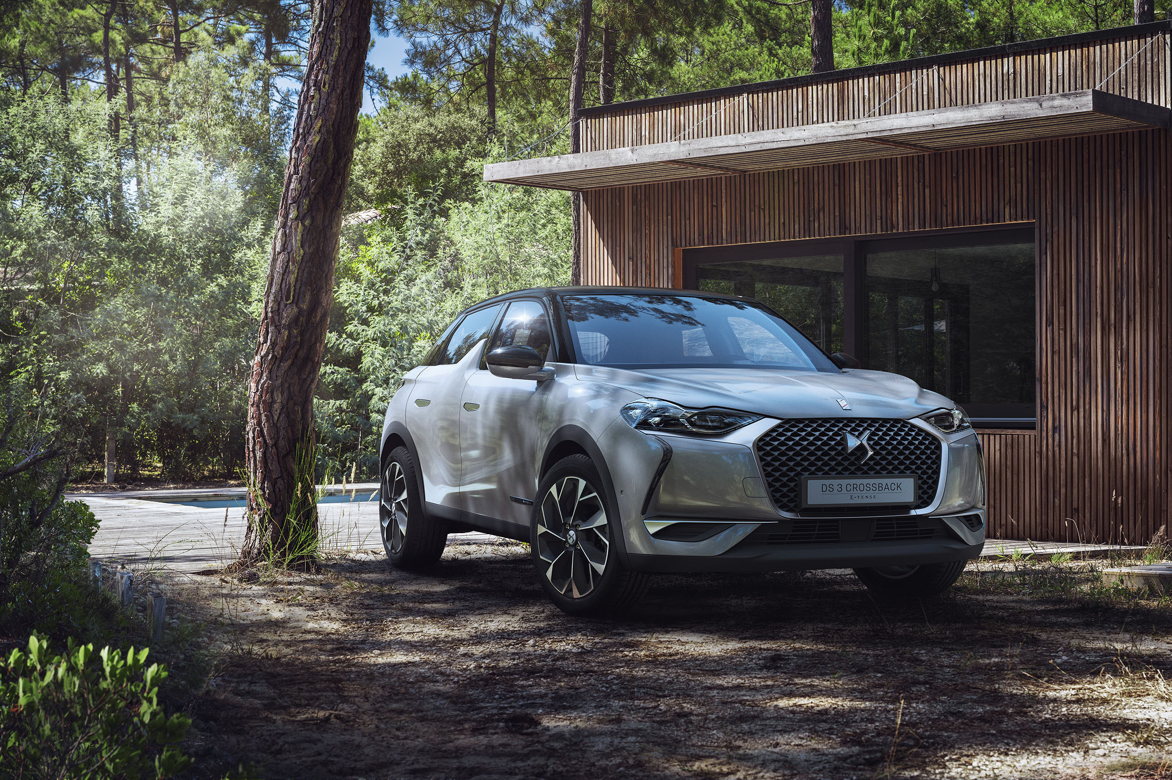 Meet the new DS 3 Crossback E-Tense