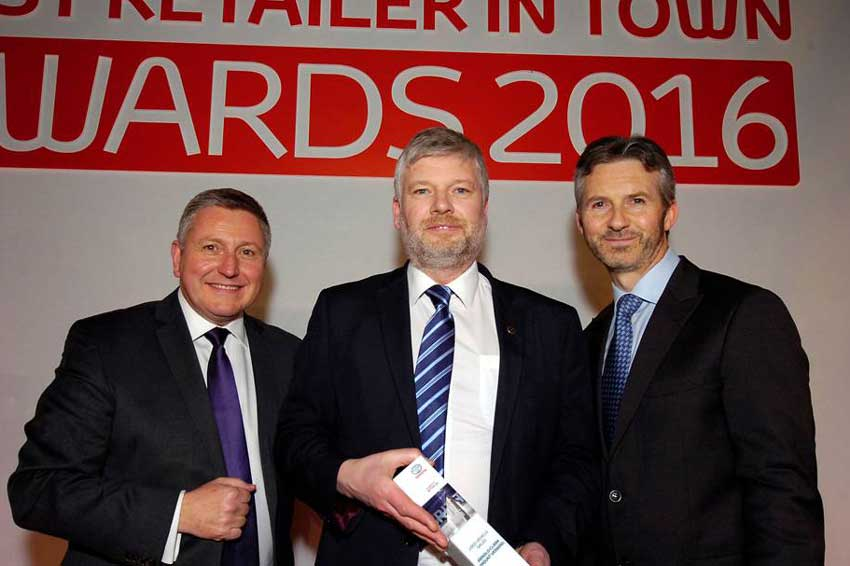 Mount Vernon General Manager Gavin Mitchell-Luker receives the award.