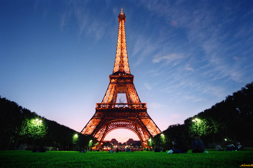 The Guinness Book of Records recorded the Citroen lights on the Eiffel Tower as the world's largest advertisement