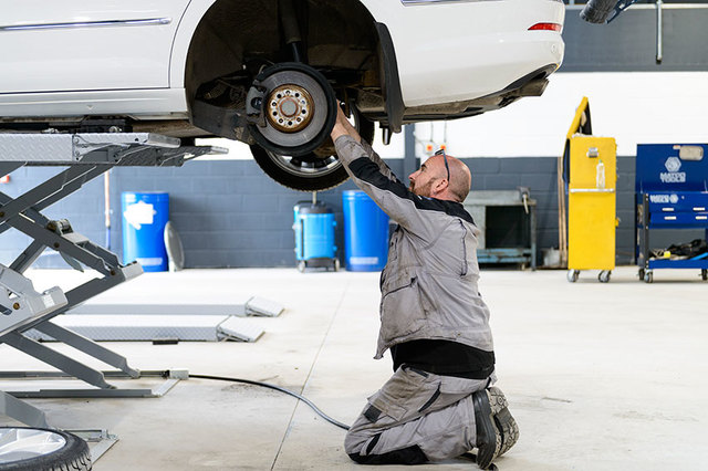 These signs could be an indication that there's a problem with your brakes.