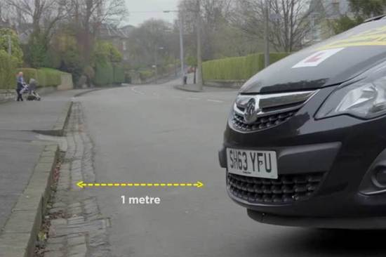 At this point you should remain one metre's distance from the pavement.