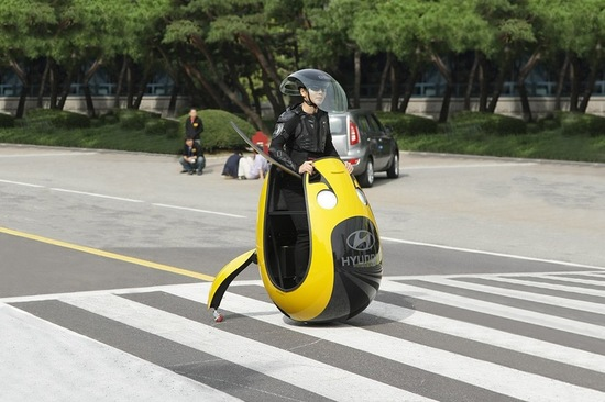 The E4U was inspired by the traditional mobility scooter and can move in any direction due to using a semisphere ball rather than a tyre. Image: Hyundai